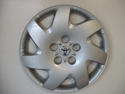 02-05 Camry hubcaps